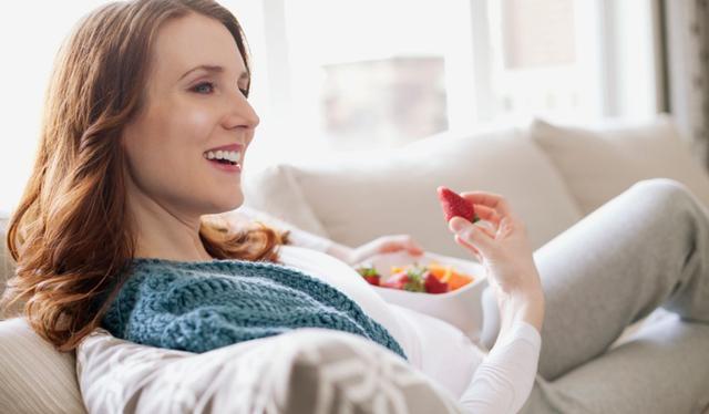 Плохое самочувствие при беременности: на ранних сроках, во втором и третьем триместрах, причины, симптомы, профилактика