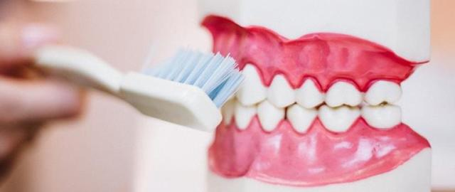 Лечение зубов при беременности: показания, противопоказания