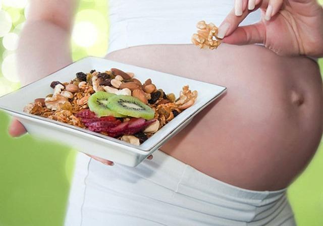 Инжир при беременности: полезные свойства, вред, противопоказания, сколько можно есть, способы употребления