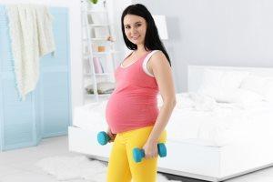 Мерзнут ноги при беременности: причины, что делать