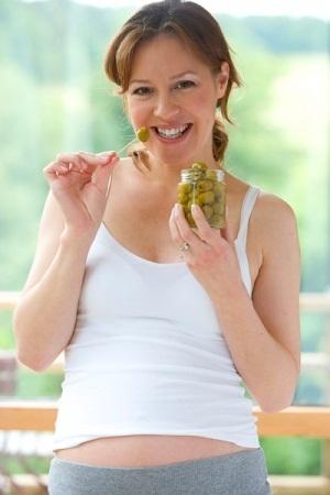 Маслины при беременности: польза и вред