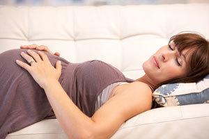 Подтекают воды при беременности: что это такое, причины, симптомы, тесты, чем опасно, профилактика, лечение