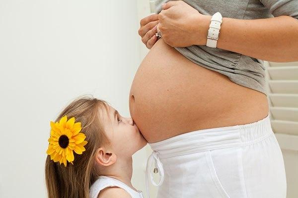 Пирсинг пупка при беременности: можно делать беременным или нет, безопасен ли для малыша, нужно ли и когда снимать серьгу