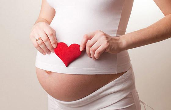 Герпес на губе при беременности: причины и лечение