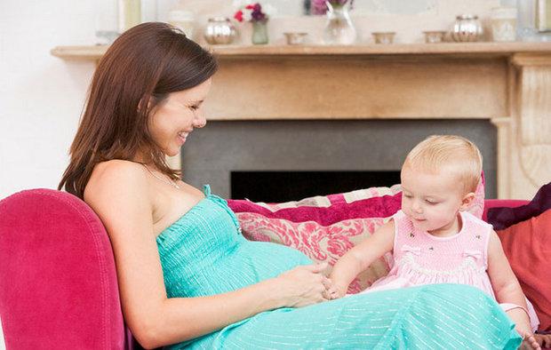 Можно ли кормить грудью при беременности: разрешают ли врачи, влияние на плод, изменение вкуса молока, особенности питания