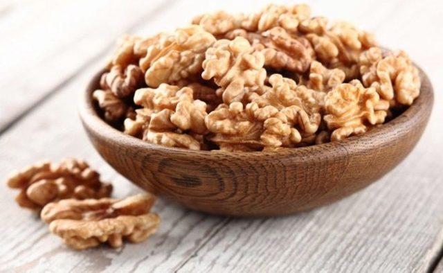 Грецкие орехи при беременности: можно ли, состав, польза, меры предосторожности, в каком виде употреблять, как выбрать