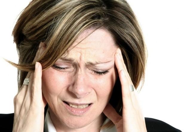 Головные боли при климаксе: как избавиться разными средствами?