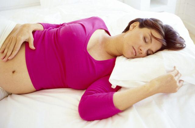 Слизь в моче при беременности: причины, лечение