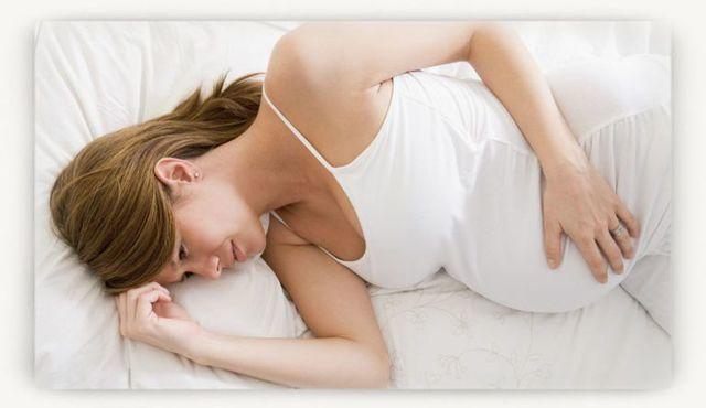 Выделения при тонусе матки при беременности: виды, что делать?
