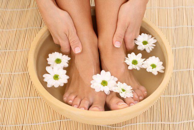 Можно ли парить ноги при беременности: разрешается ли беременным делать горячую ванну, к чему это может привести, как парить ноги