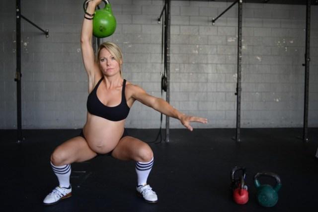 Можно ли поднимать тяжести на раннем сроке беременности: разрешаются ли физические нагрузки, как правильно поднимать, последствия