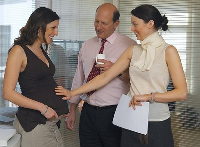 Когда говорить на работе о беременности: на каком сроке, что сказано в законодательстве, права