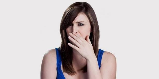 Выделения с неприятным запахом у женщин: причины, лечение
