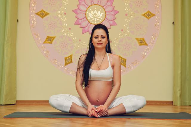Йога при беременности: подходы, комплексы, противопоказания