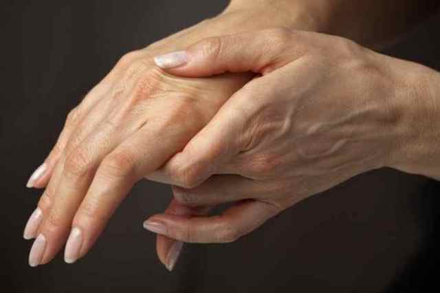 Боль в суставах при климаксе: причины, способы устранения, профилактика