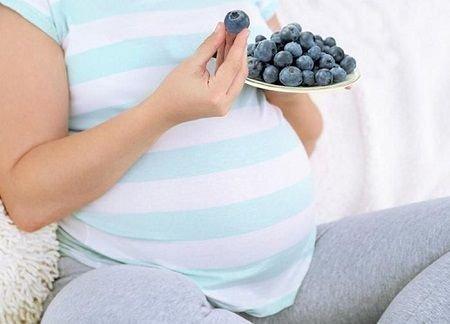 Черника при беременности: польза и вред