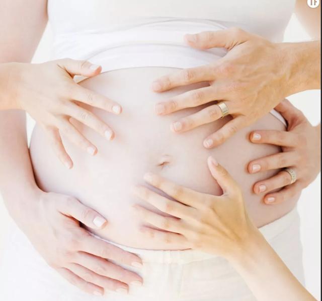 Можно ли гладить живот при беременности: противопоказания