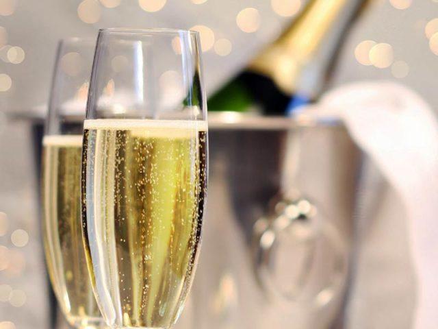 Шампанское при беременности: можно ли, сколько, чем заменить