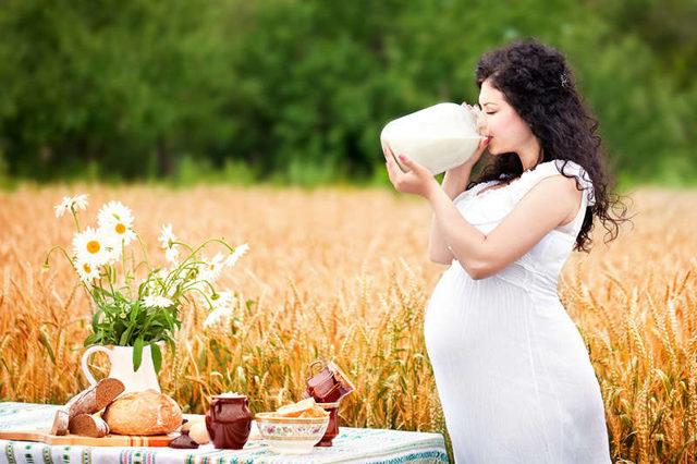 Молоко с медом при беременности: показания, противопоказания