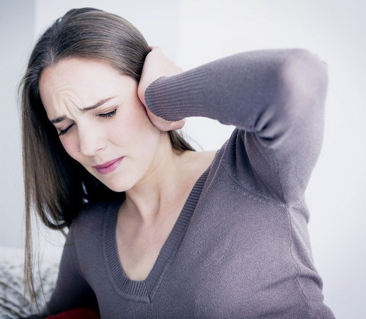 Закладывает уши при беременности: причины, лечение