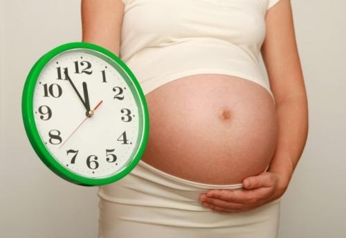 Как отходят воды при беременности: значение, ощущение, количество, цвет, фото
