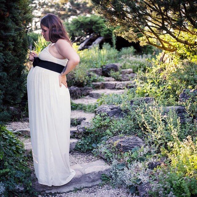 Симптомы и опасности защемления нерва при беременности