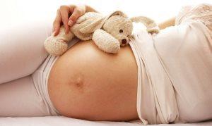 Хочется пить при беременности: водный баланс, причины сильной жажды, суточная норма воды, что можно пить беременным