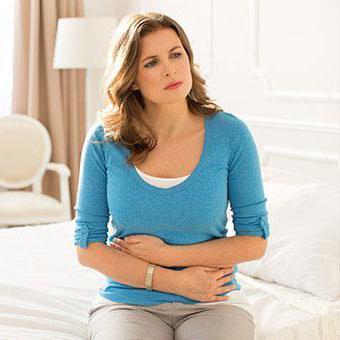 Шевеление в животе без беременности: симптомы, причины и терапия